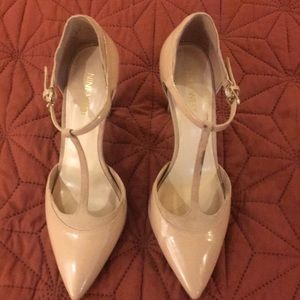 Nine West Nude patent leather heels! 👠